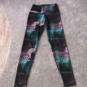 Onzie snake print legging